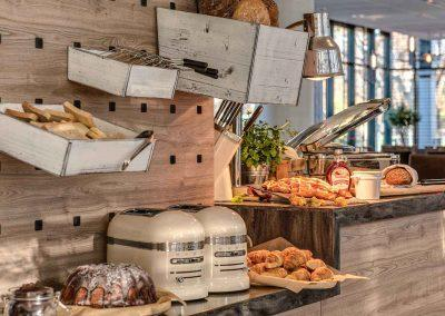Park Inn by Radisson Koeln City West Buffet Brotstation